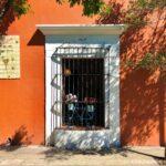 calles de oaxaca, ventanas coloniales, fachadas de colores