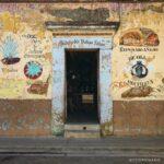 fachada de colores, venta de mezcal, atractivos de oaxaca