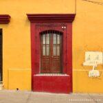 casa con grafitti, casas de colores, arquitectura de oaxaca