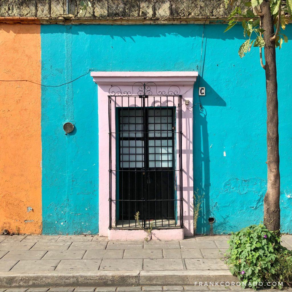 Coloridas puertas y ventanas de oaxaca