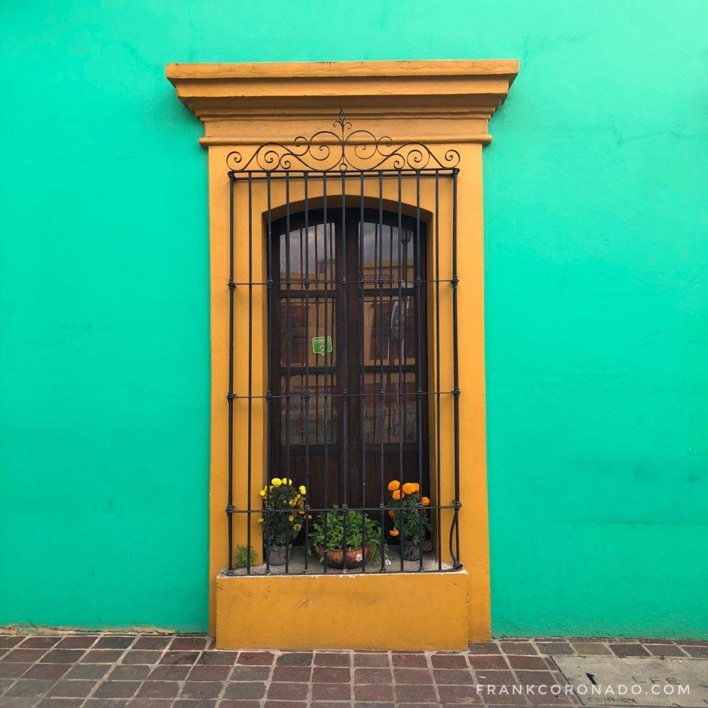 ventana colorida de oaxaca