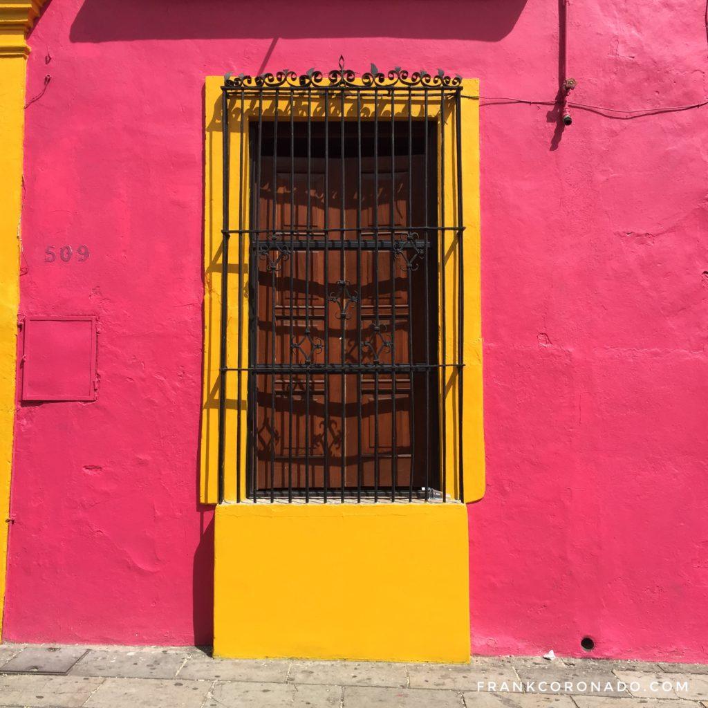 puerta colorida de oaxaca