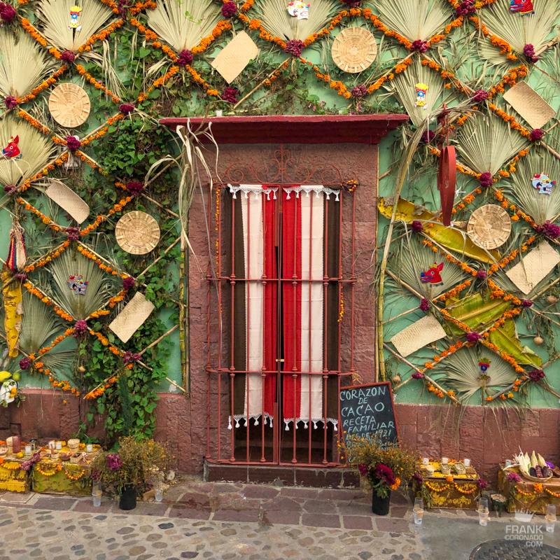 dia de muertos oaxaca, fachadas de axaca, puertas y ventanas
