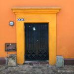 casa naranja, casas de colores, viviendas coloridas