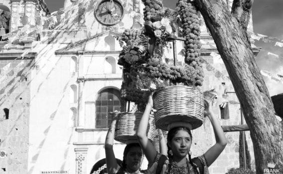 mujeres de tlacolula en fiesta