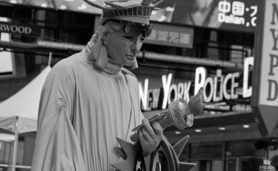 estatua de la libertad viviente en NYC
