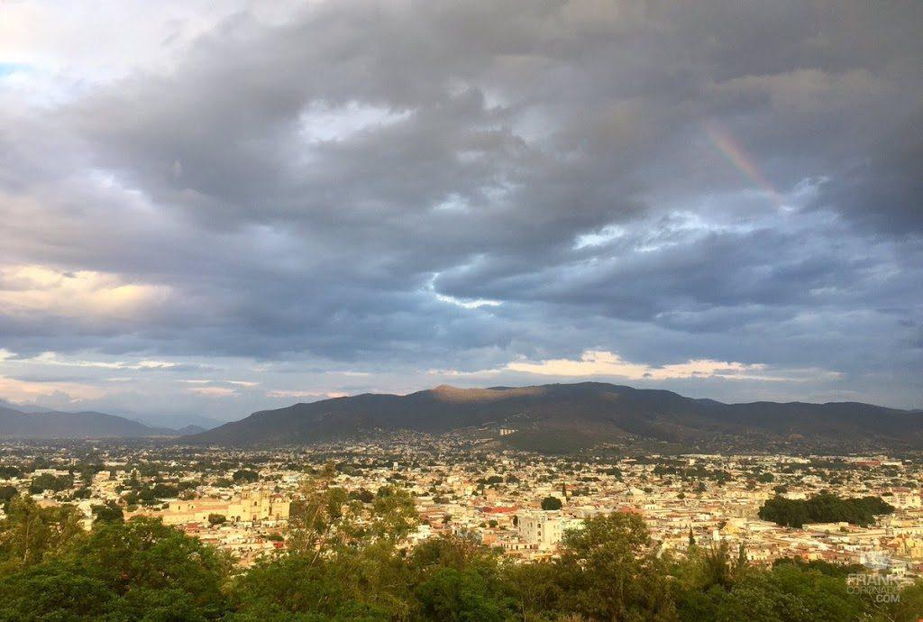 vista panoramica desde el cerro del fortin en oaxaca