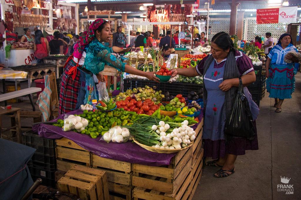 puesto verduras mercado tlacolula oaxaca