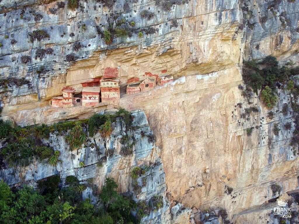 vista aerea de los ausoleos de revash chachapoyas