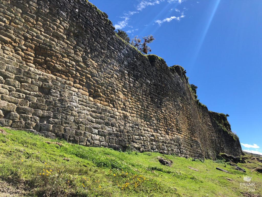 muralla de entrada a kueap