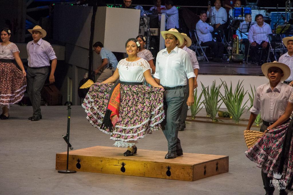 Bailable de loma bonita en Guelaguetza oaxaca