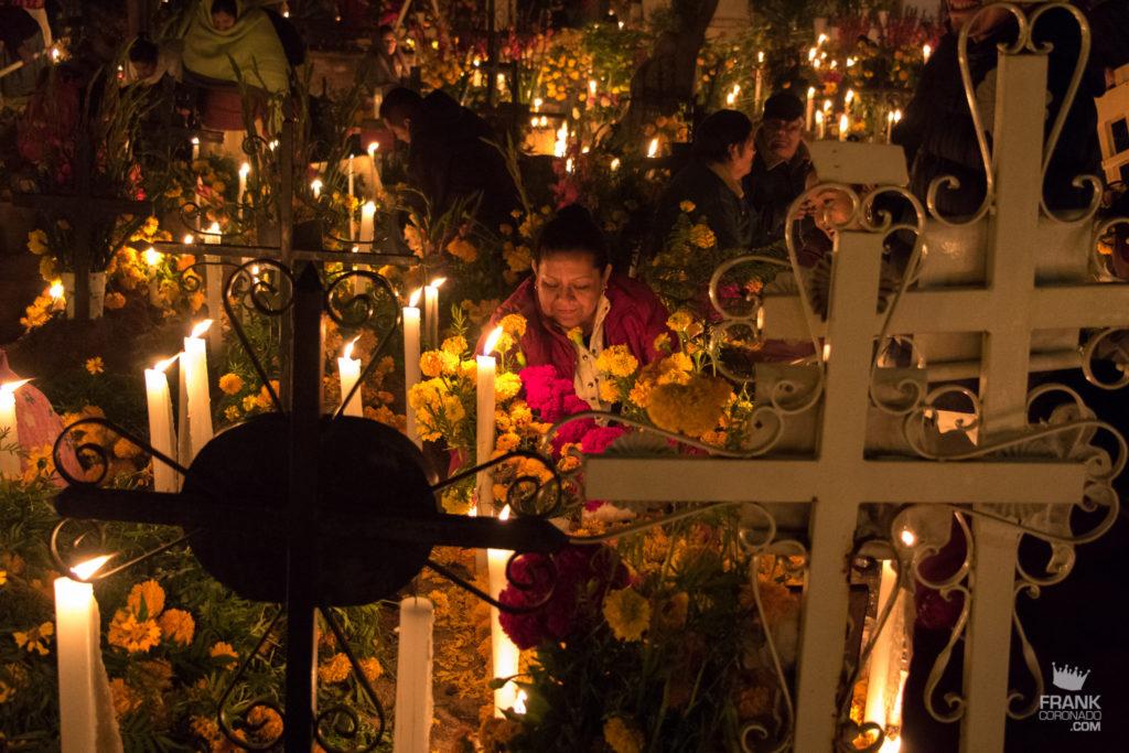 flores y velas panteones de oaxaca