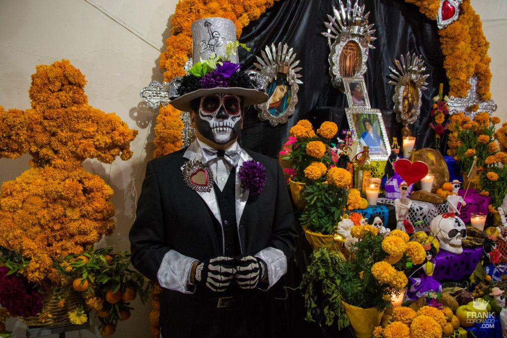 catrin en altar de dia de muertos