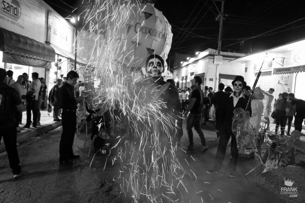 dia de muertos en oaxaca, fuegos artificiales, atracciones en oaxaca