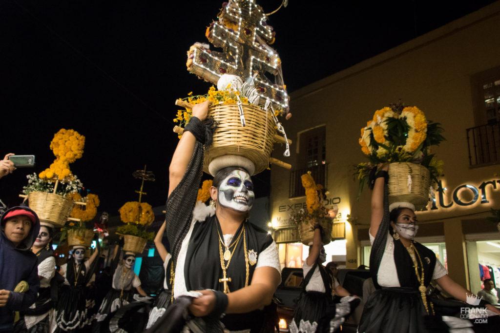 Comparsa día de muertos, fiestas en oaxaca, que hacer en oaxaca