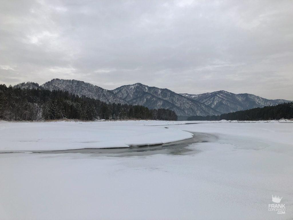 rio congelado siberia