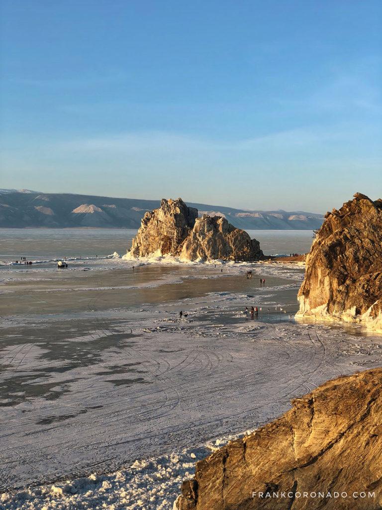 chamanka rock en lago baikal siberia