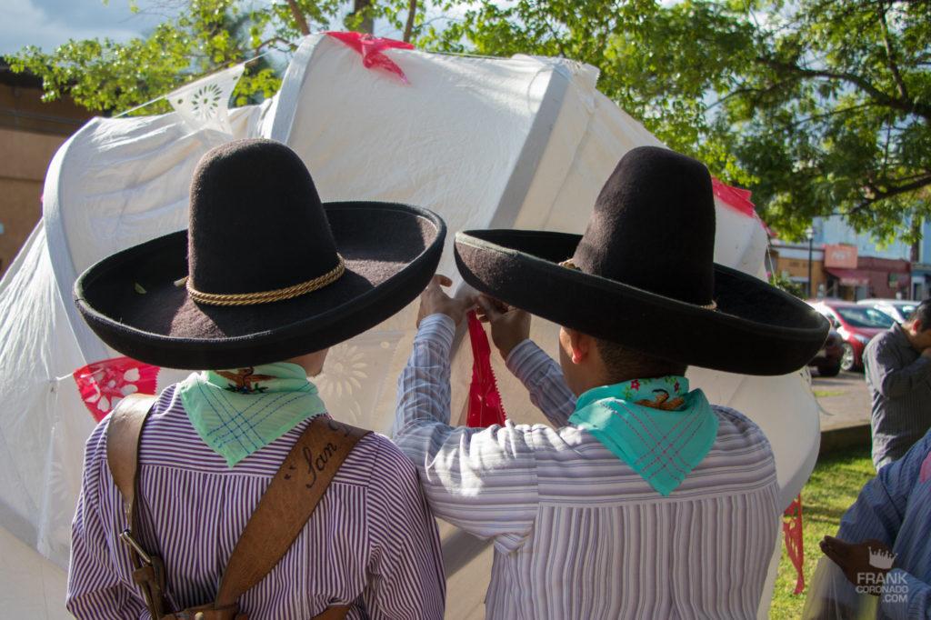 hombres con sombreros de oaxaca