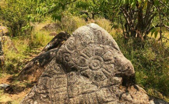monolito zapoteca, que hacer en oaxaca, paseos en oaxaca
