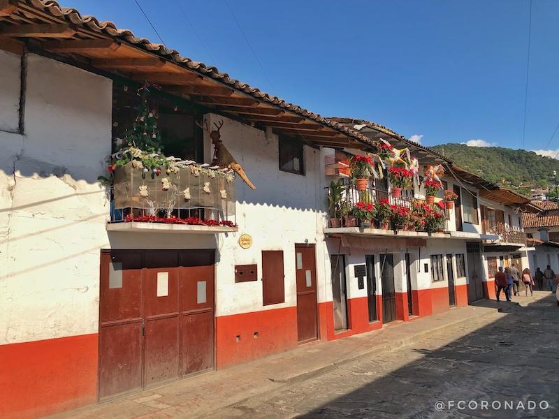arquitectura colonial, techos de teja, pueblos de mexico