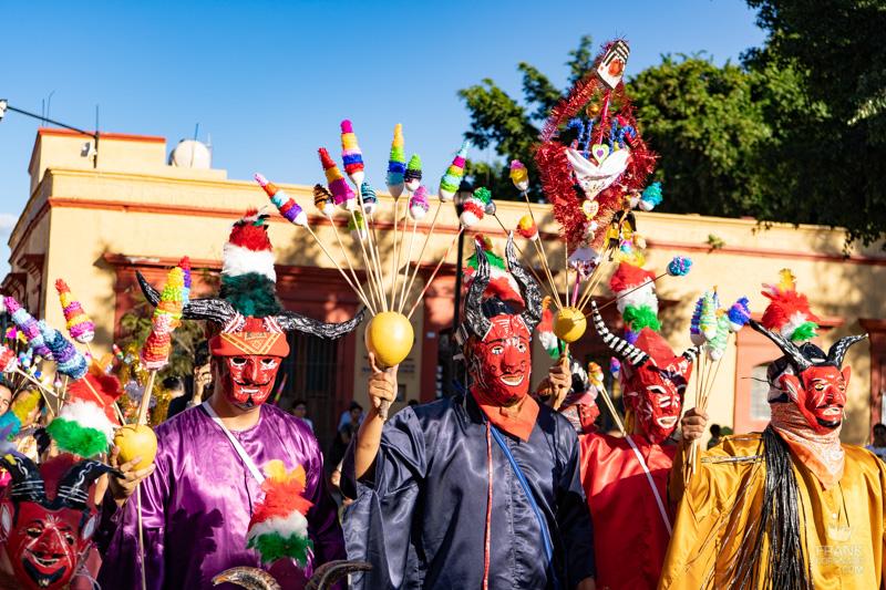 disfraces de carnaval, diablos de zaachila, fiestas de oaxaca