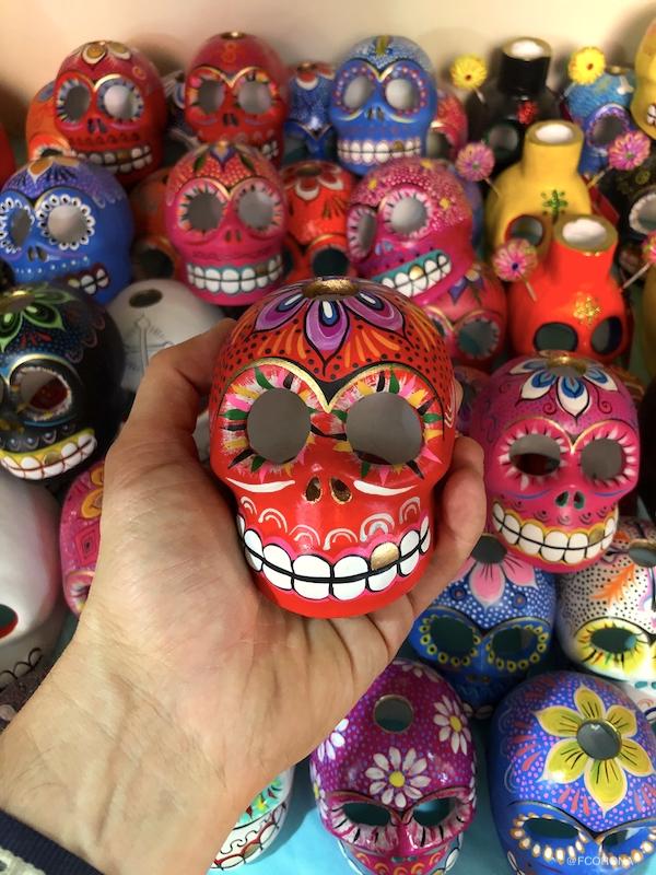 calavera de colores, craneo rojo, figuras de ceramica