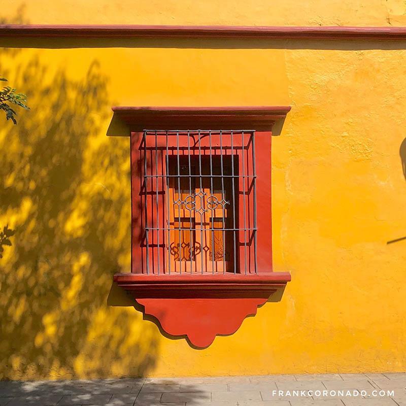 casa de colores calidos