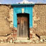 casa vieja con bugambilia