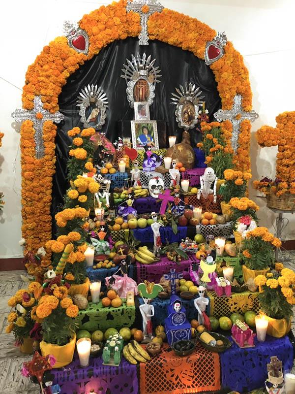 altar tradicional de día de muertos
