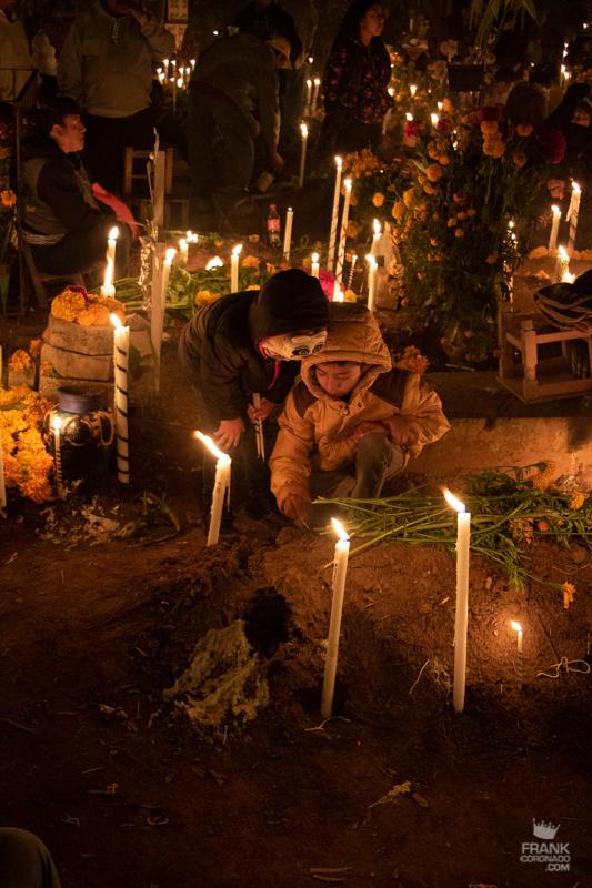 como se celebra el dia de muertos en mexico