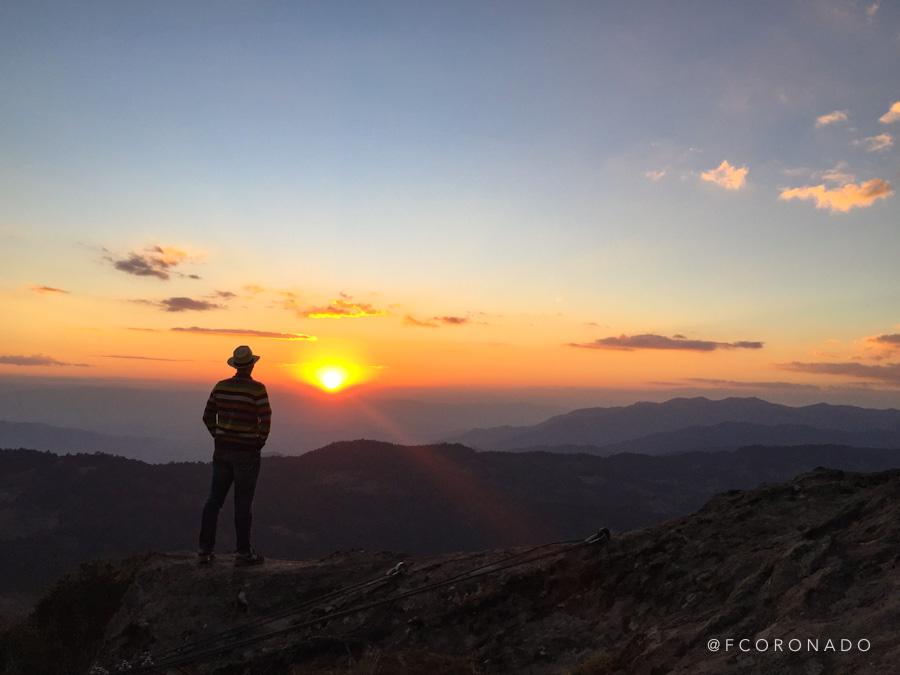 puesta de sol en la sierra norte
