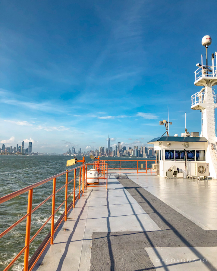 ferry que va desde manhattan a staten island
