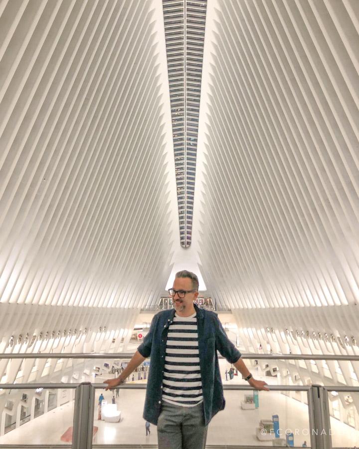 retrato en el interior del oculus de nueva york